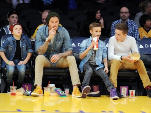 the-beckham-boys-david-brooklyn-romeo-and-cruz-have-an-exciting-night-out-the-los-angeles-lakers-vs-the-phoenix-suns-in-courtside-seats-at-the-staples-center-in-los-angeles-ca